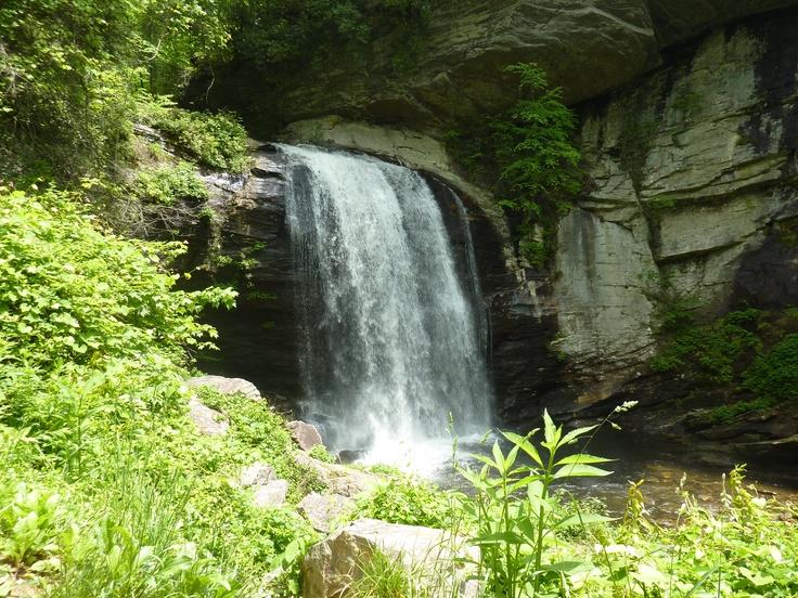 ashevile-waterfalls-bachelorette-party