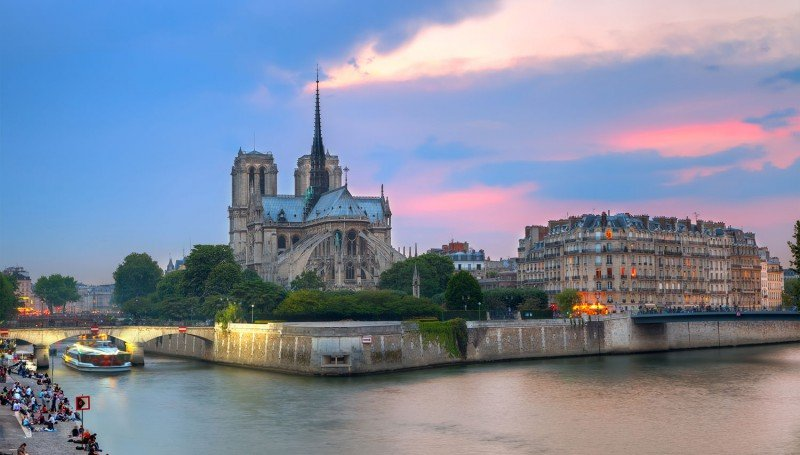 What Makes a Honeymoon in Paris Special?