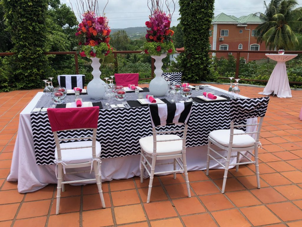 hot pink and black table design